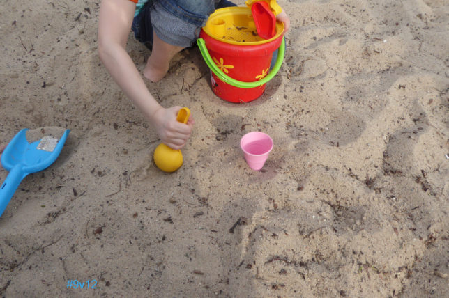 Wenig schmeckt so gut wie ein Eis aus Sand - Spielplätze Berlin
