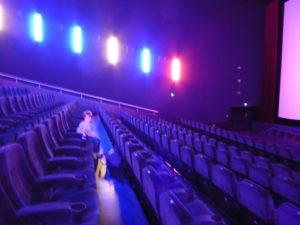 allein im Kino