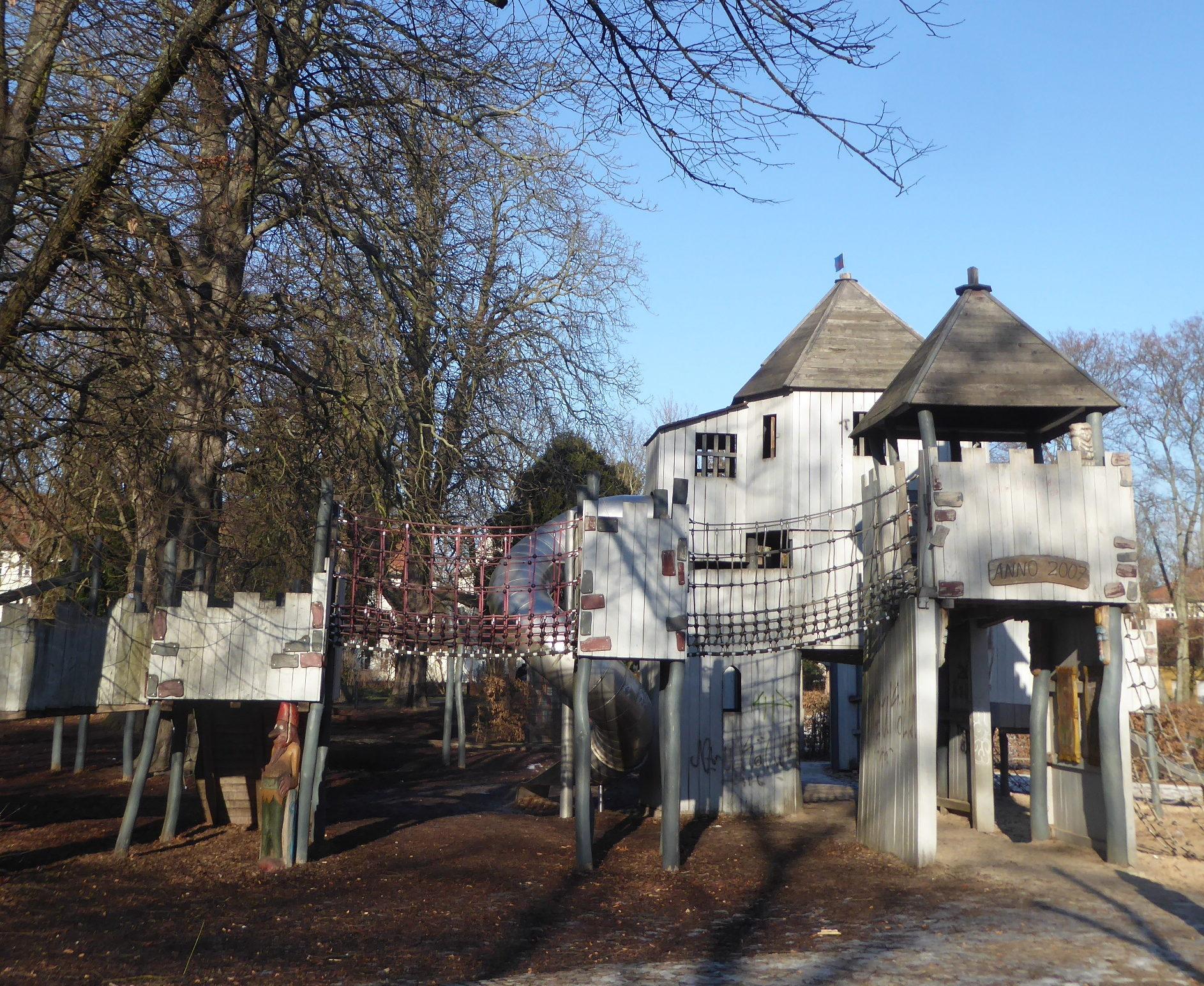 Ritterspiele in Neukölln: der Märchenspielplatz