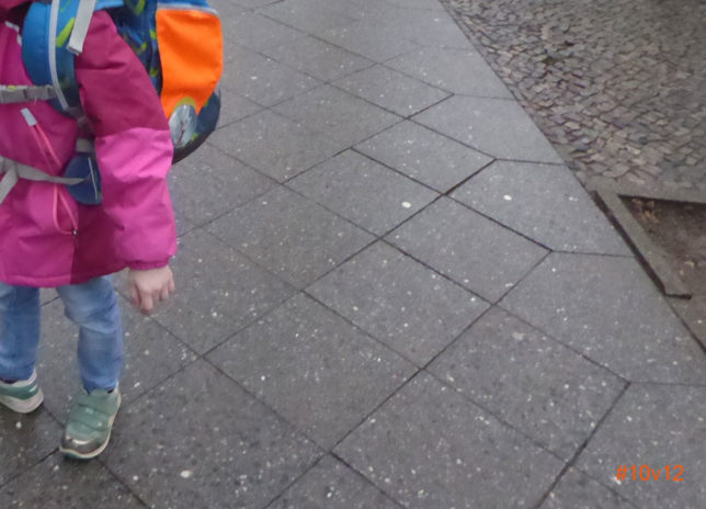 #12von12 März 2018 | Noch ein halbes Jahr zu groß:Schultasche