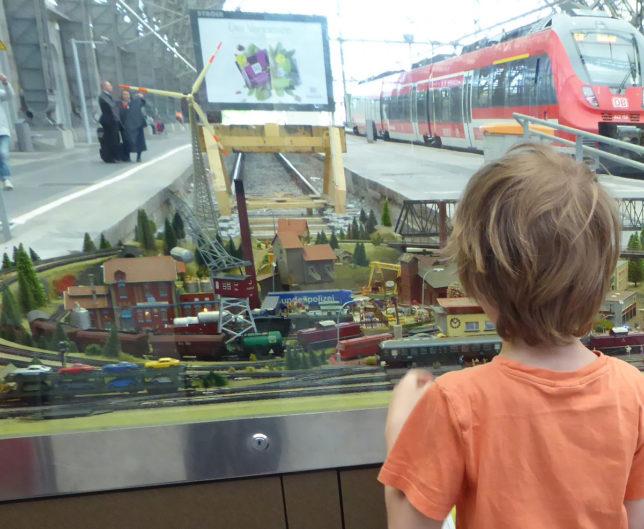Mit Kindern in Dresden leben - mit der Bahn lockt auch das Umland.