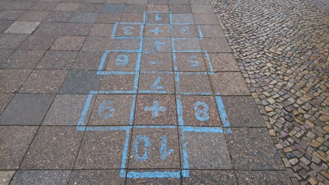 Hüpfen durch die Straßen Berlins